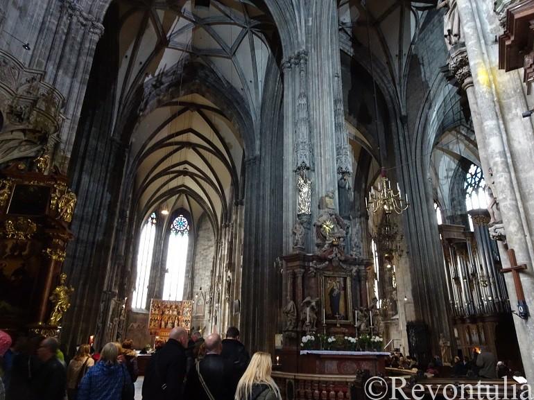 ウィーンのシュテファン大聖堂内部