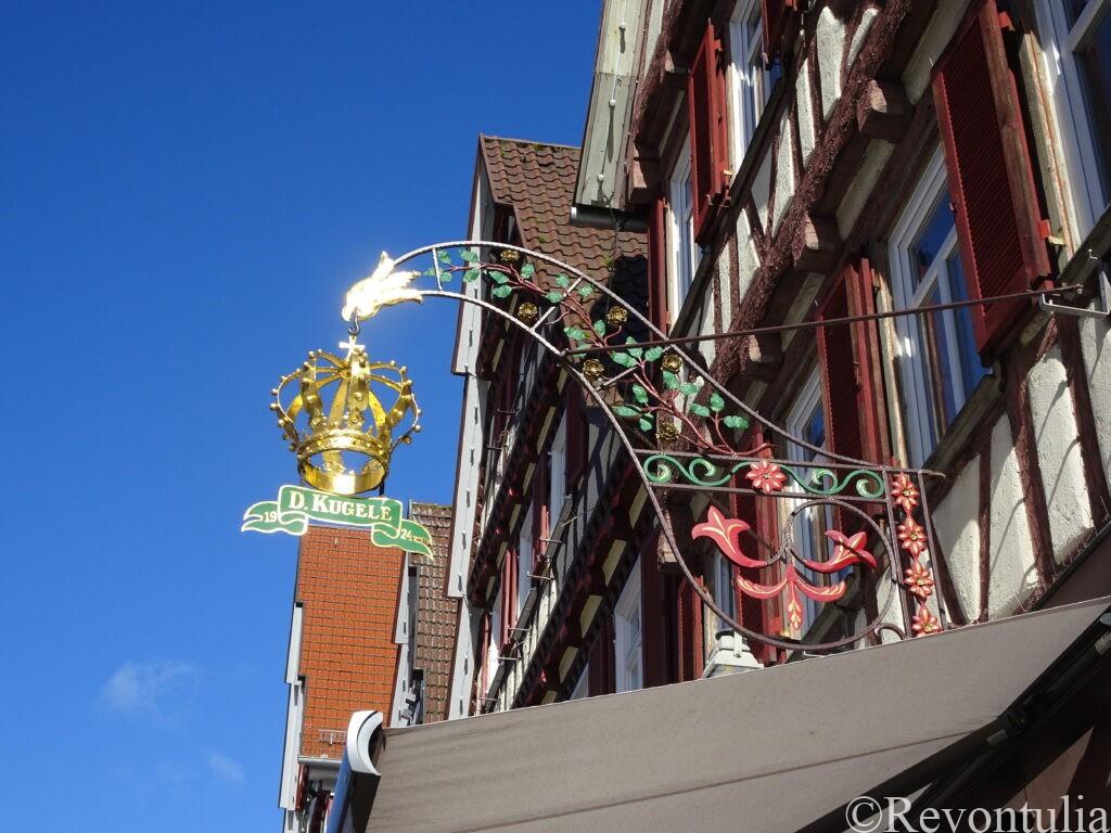 カルフのお店の吊り看板